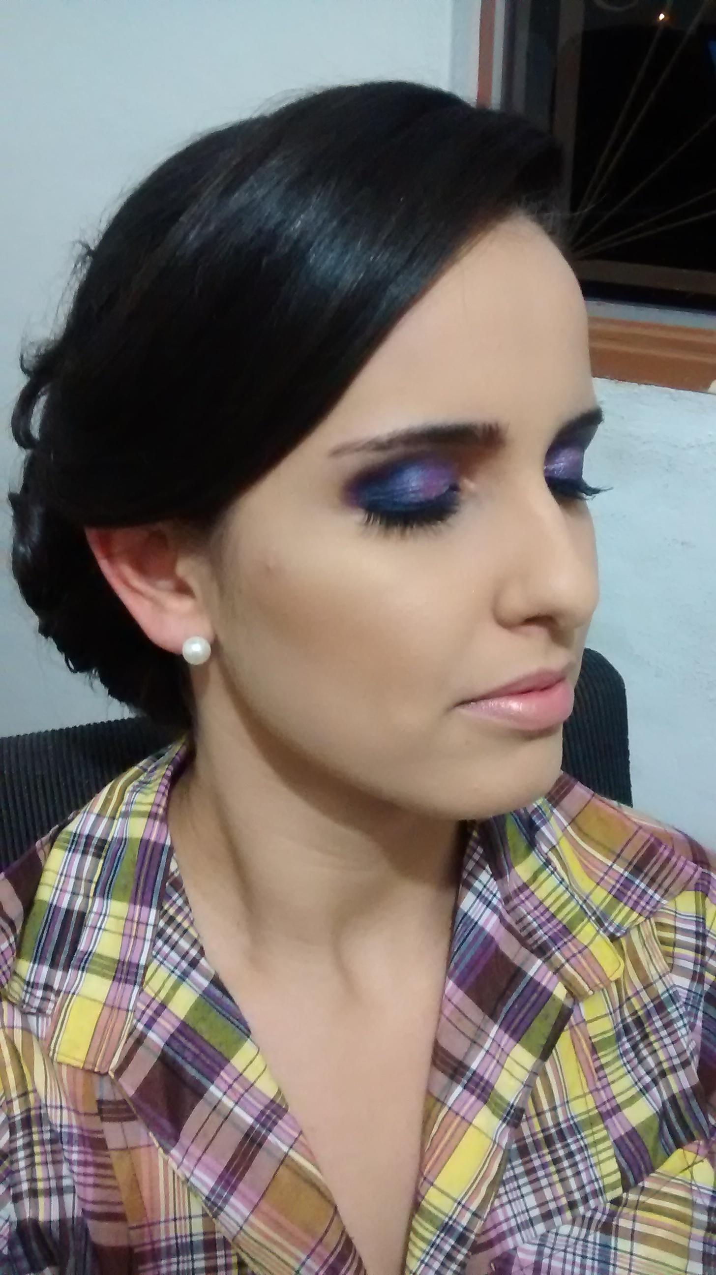 esteticista maquiador(a) designer de sobrancelhas estudante