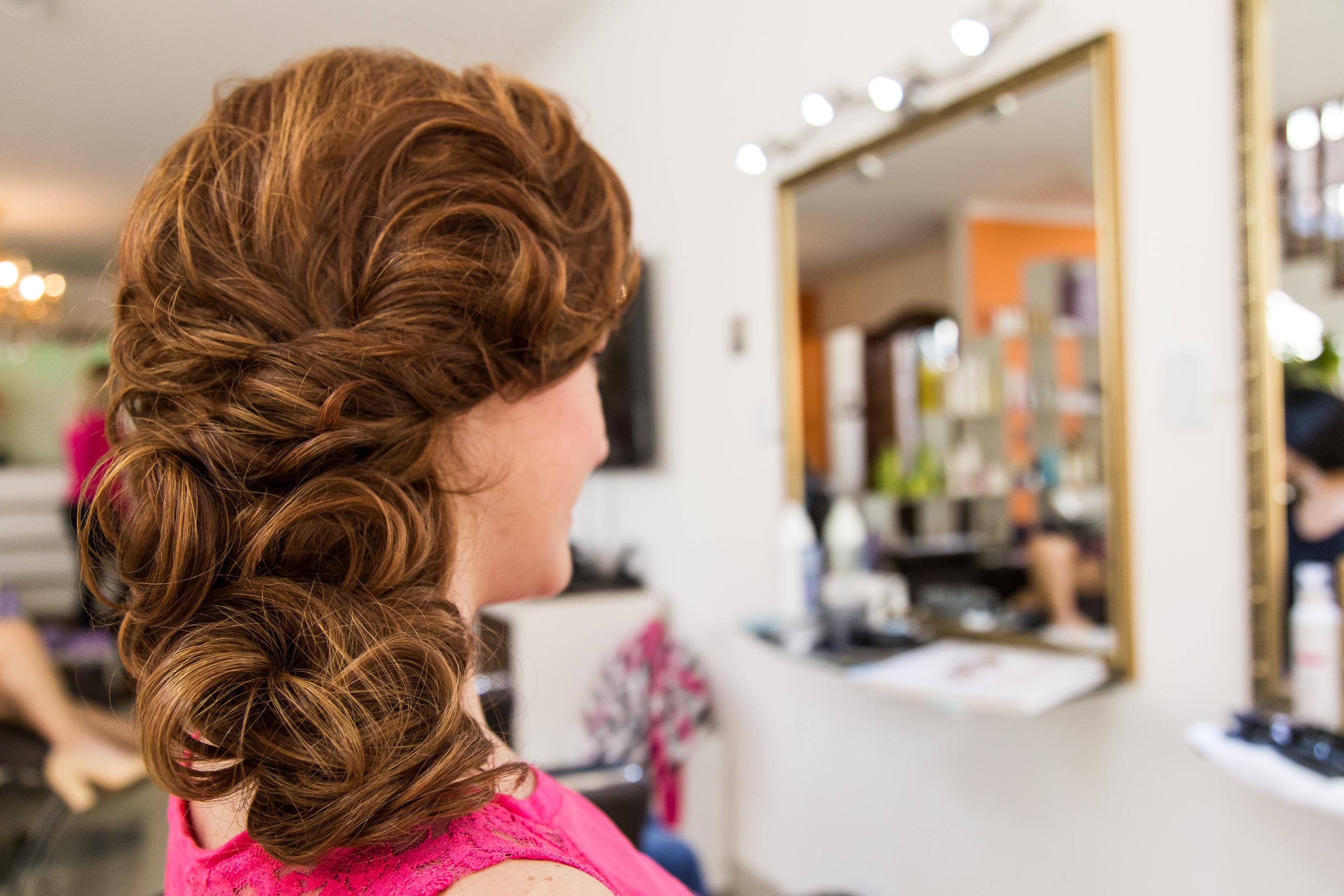 cabeleireiro(a) empresário(a) / dono de negócio maquiador(a)