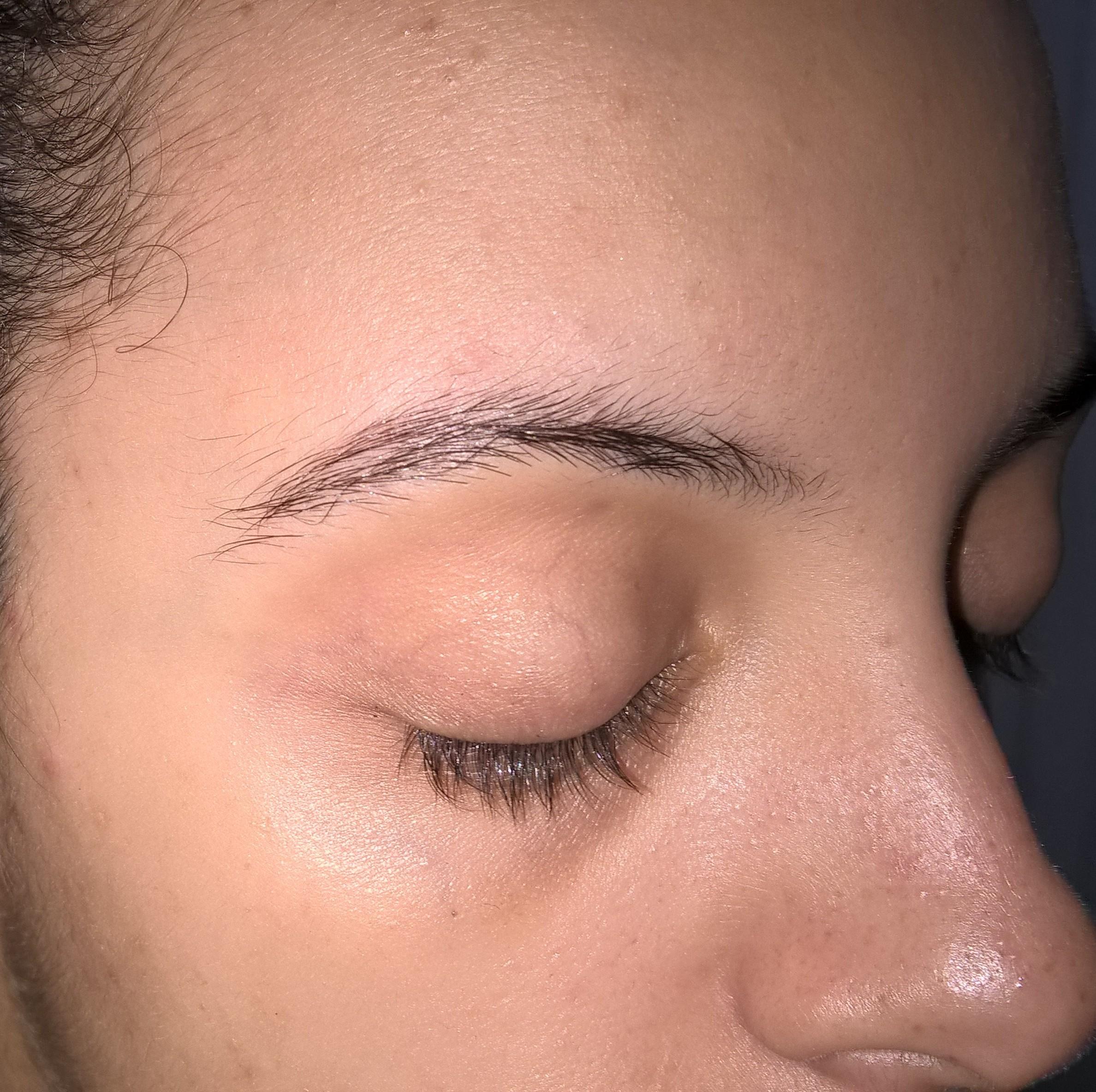 designer de sobrancelhas auxiliar cabeleireiro(a) assistente maquiador(a) escovista