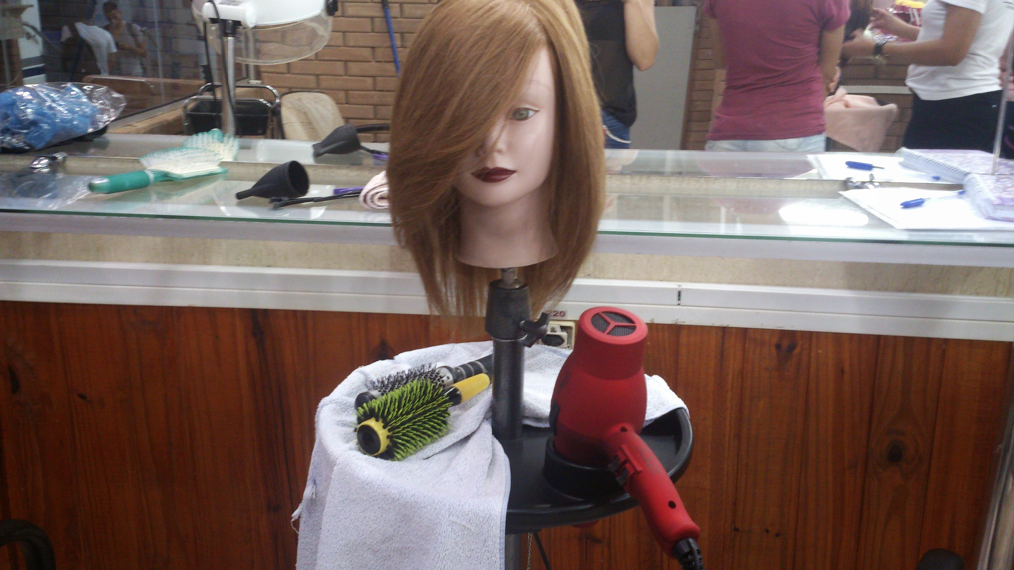 auxiliar administrativo auxiliar cabeleireiro(a) maquiador(a)