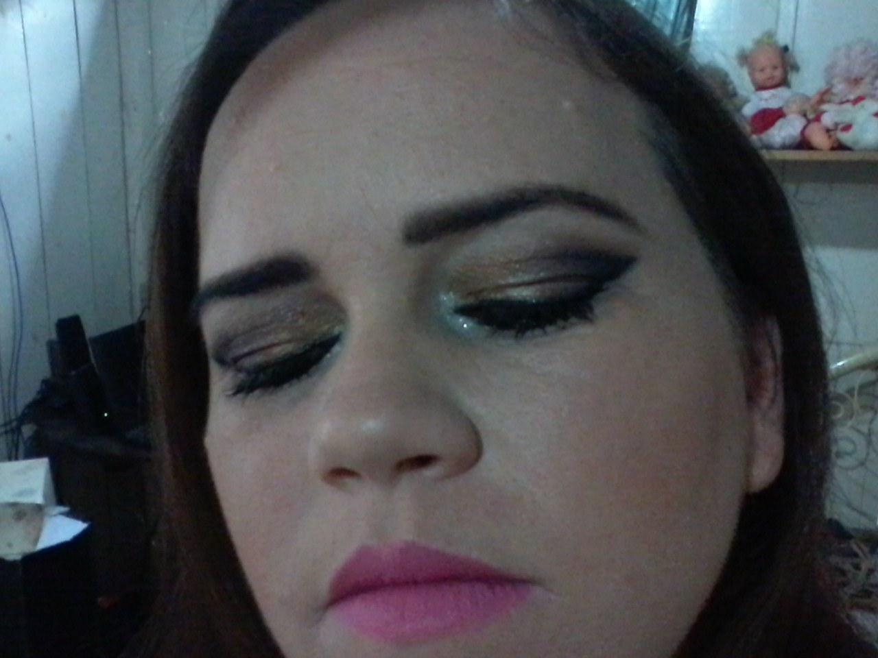 depilador(a) designer de sobrancelhas esteticista maquiador(a)