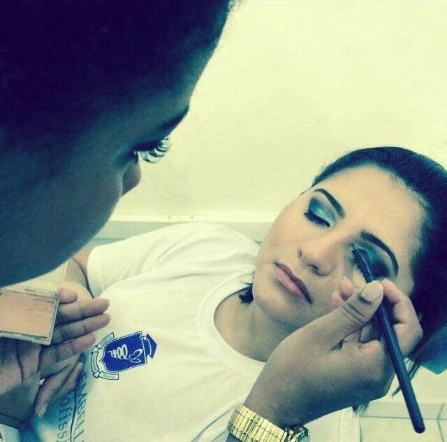 Desde quando eu entrei nessa profissão amo cada dia mais #makeup #maquiandoaamiga #melhorandomais  cabeleireiro(a) maquiador(a)