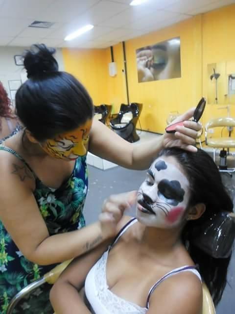 assistente maquiador(a) designer de sobrancelhas maquiador(a)