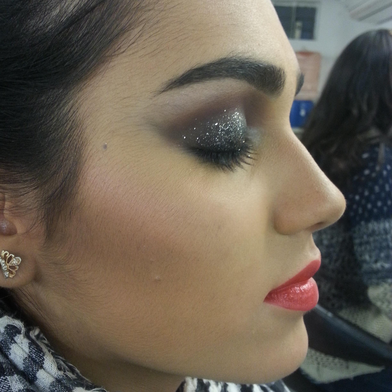 maquiador(a) assistente maquiador(a) designer de sobrancelhas
