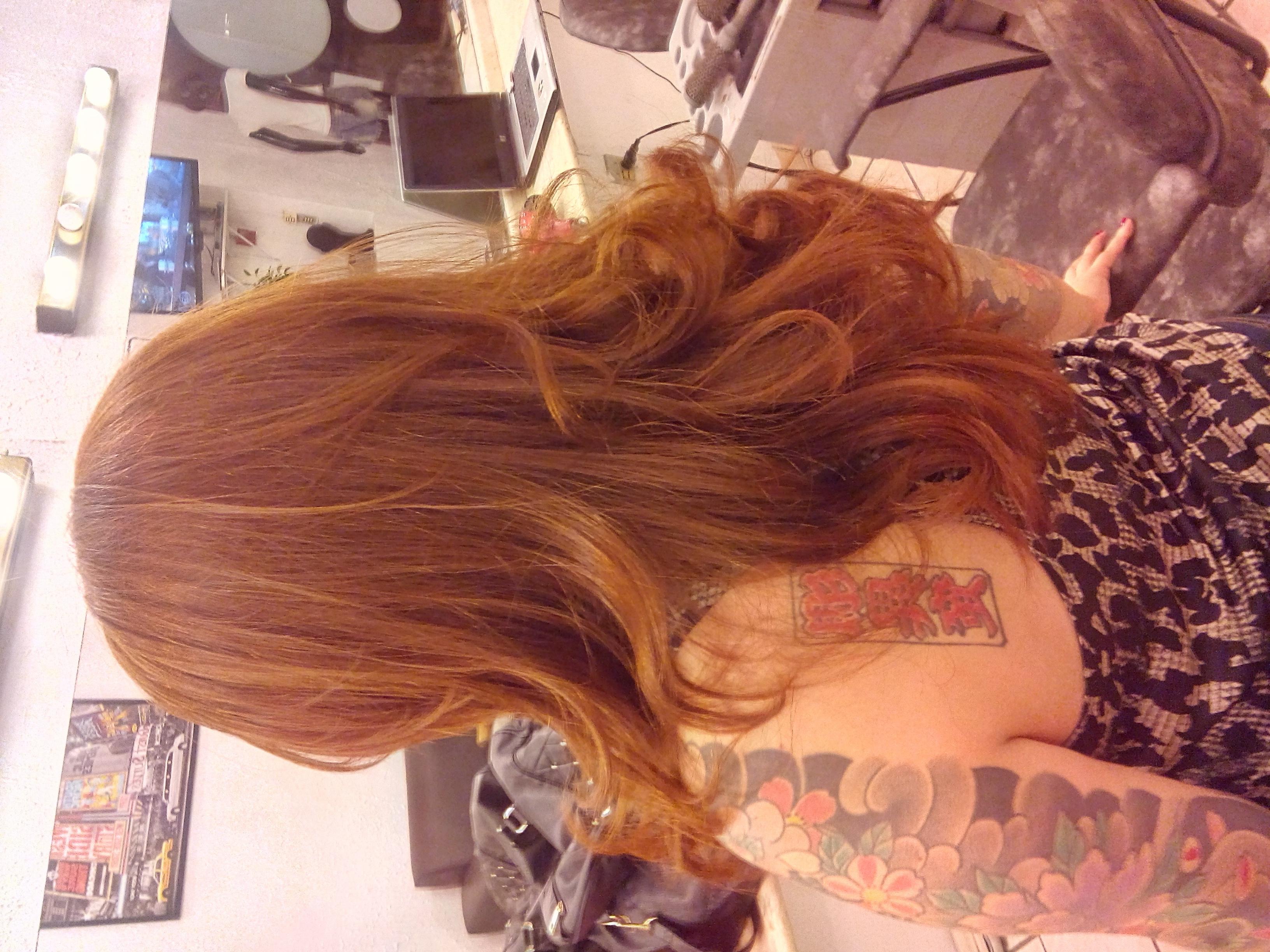ruivo, corte médio, pele branca,  cabelo  cabeleireiro(a)