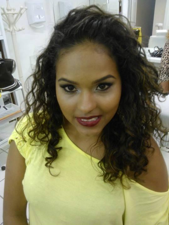 Trabalho realizado durante o  curso.  Um look harmonioso e  clássico para  peles  negras.  #makeup #maquiagem #cateye #beauty  maquiador(a)