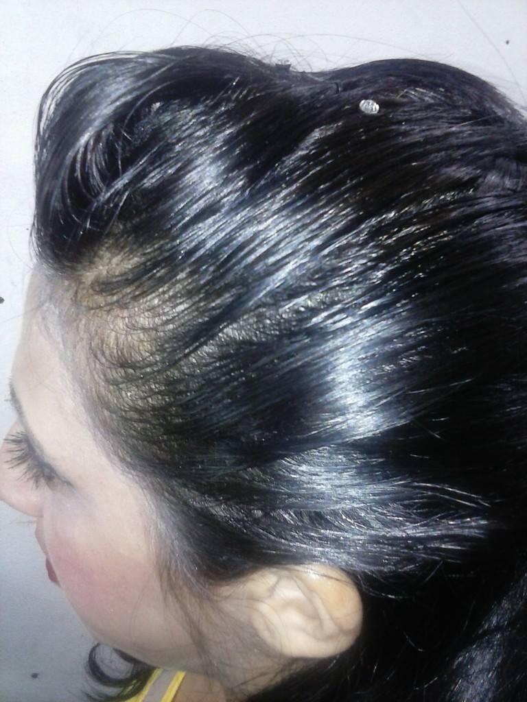 Moicano com trança. cabeleireiro(a)