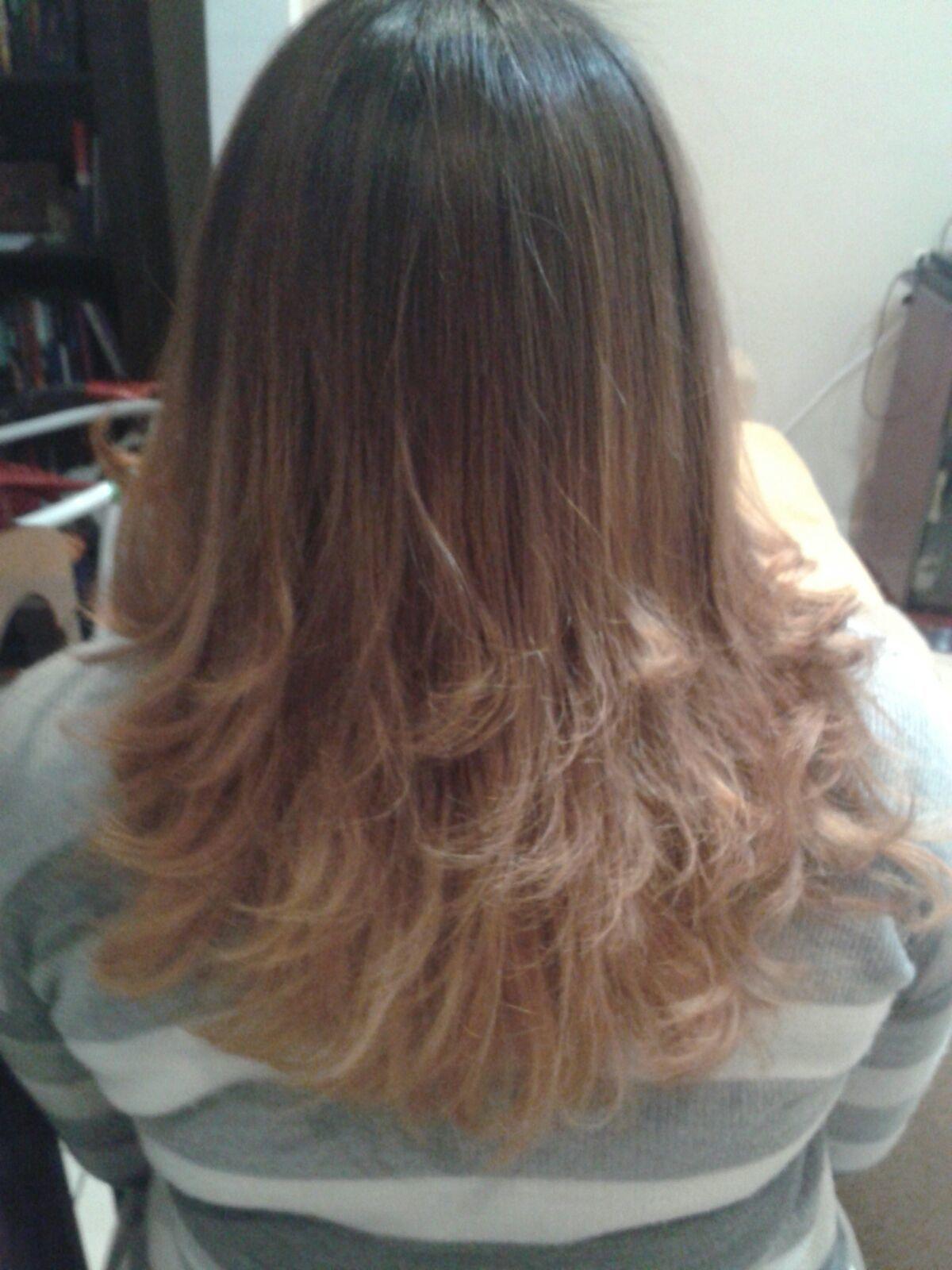 Cliente Denise  Feito a domicílio. Lavado, escovado, finalizado na prancha com as pontas modeladas. auxiliar cabeleireiro(a) cabeleireiro(a)