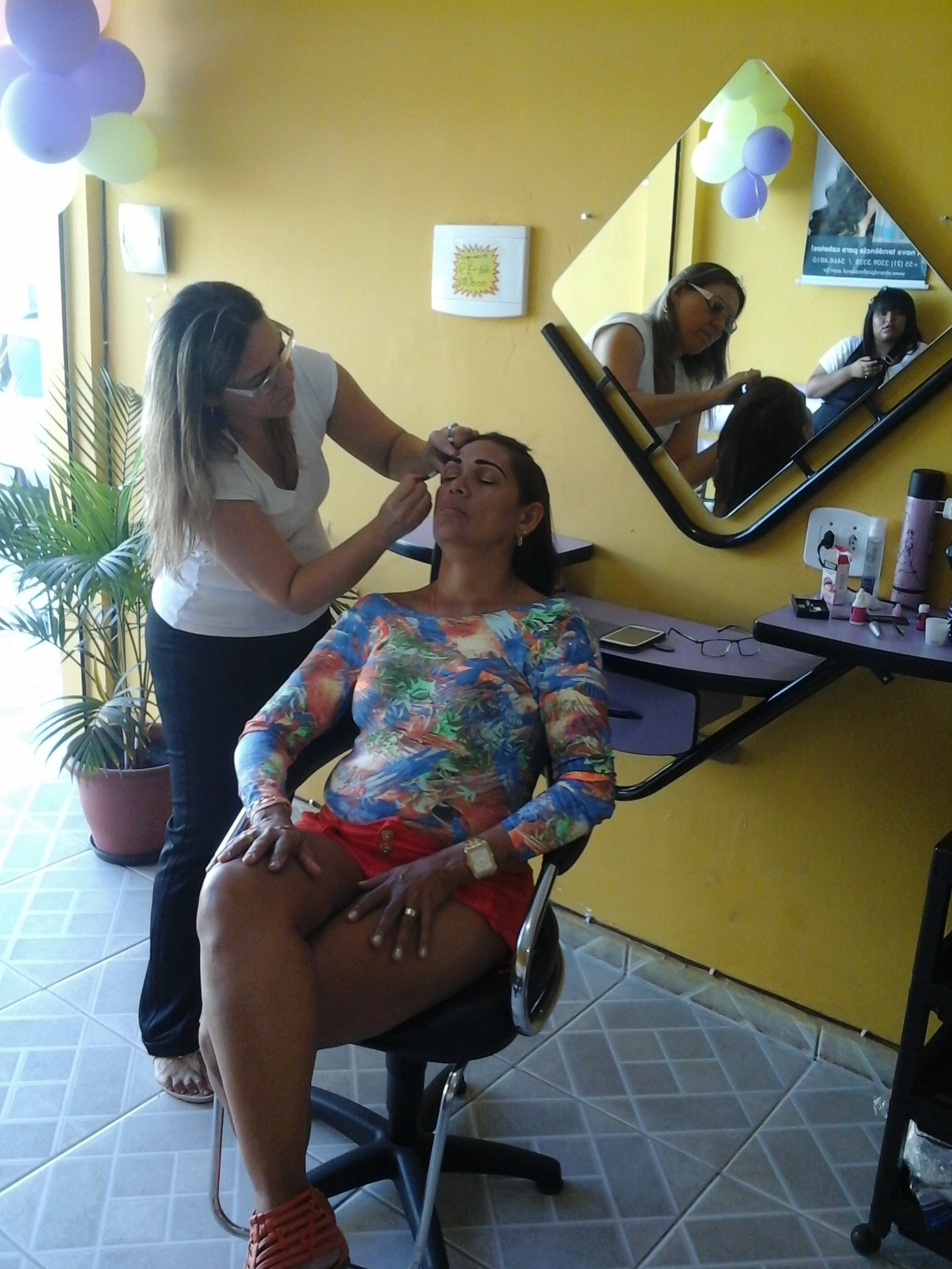 esteticista manicure e pedicure massagista representante comercial
