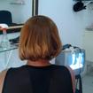 Selagem e Corte ChanelPrimeiro Lavei o Cabelo da Cliente co anti resíduos,depois sequei parcialmente o cabelo e apliquei a Selagem  mecha por mecha ao finalizar a aplicação do produto sequei novamente todo cabelo , e com a prancha em temperatura alta fiz o alisamento do fio mecha por mecha cada uma de 30 a 40 vezes. Apos finalizar o alisamento com a prancha cortei o cabelo da cliente  . E após finalizar o corte , lavei novamente o cabelo da cliente tirando o excesso  do produto e aplicando uma mascara de hidratação, Apos apenas secar com o secador o resultado e esse da imagem um cabelo que era crespo totalmente liso e alinhado!!!