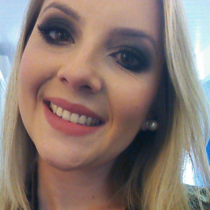 Maquiagem convite de formatura Formanda - Monique de Sousa maquiador(a) esteticista massoterapeuta aromaterapeuta designer de sobrancelhas estudante