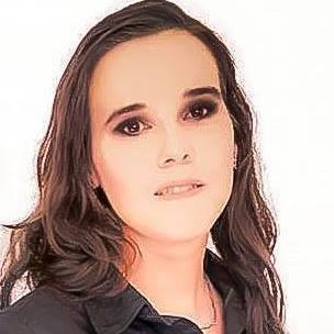Maquiagem para foto de convite de formatura Formanda - Anna Francisca maquiador(a) esteticista massoterapeuta aromaterapeuta designer de sobrancelhas estudante