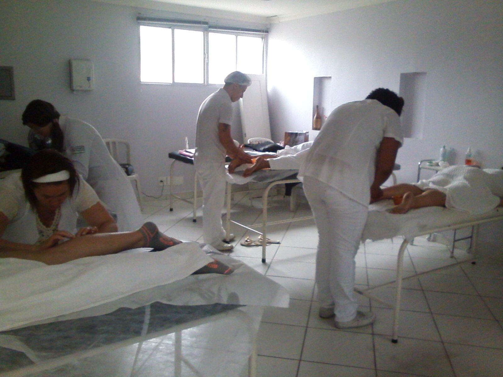 CURSOS CURSO DE TÉCNICAS  E MASSAGENS  esteticista massoterapeuta