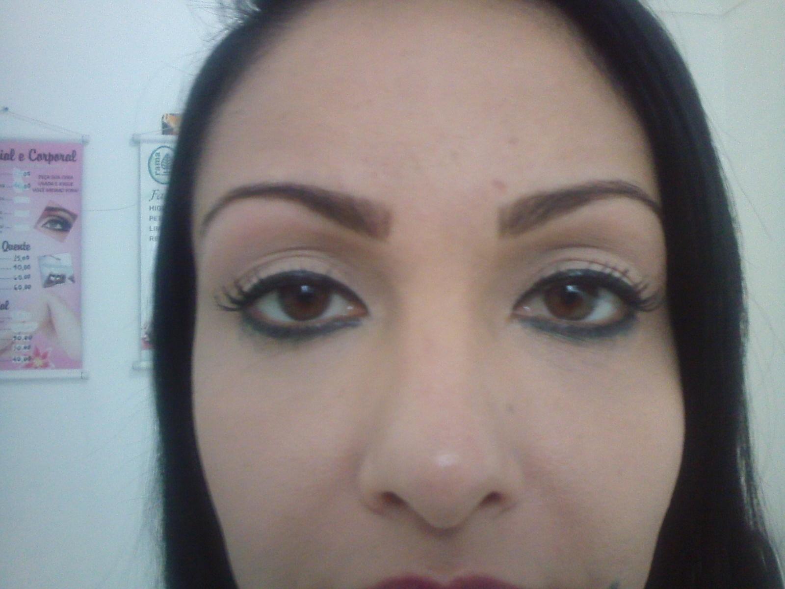 esteticista designer de sobrancelhas depilador(a)