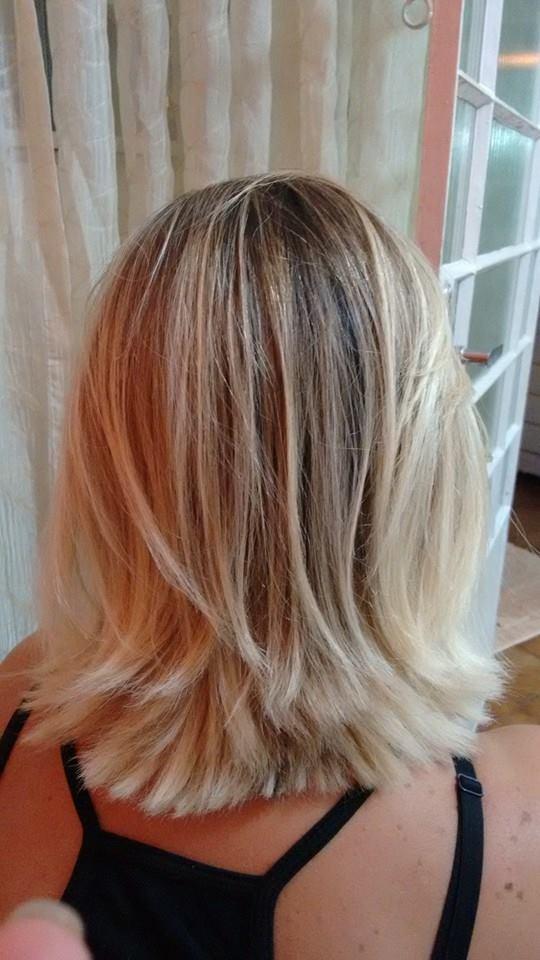 Ombre hair com desmarcação de raiz. auxiliar cabeleireiro(a) auxiliar administrativo
