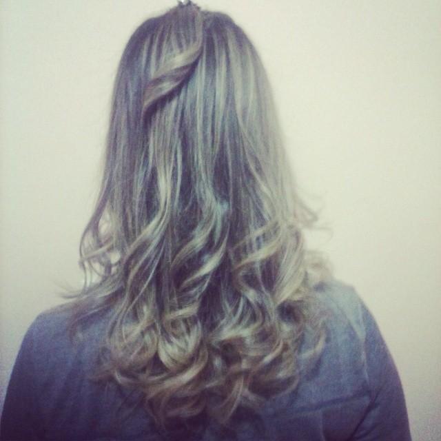Escova com cachos auxiliar cabeleireiro(a)
