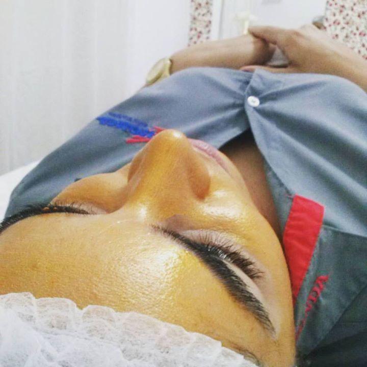 Cliente Luene Marquiori! LIMPEZA DE PELE + MÁSCARA DE OURO (Extra-vitalidade que reestrutura a pele, preenche, firma e redesenha o contorno facial).  esteticista