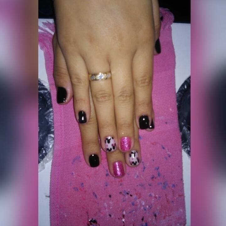 Unhas decoradas com glitter e películas  manicure e pedicure