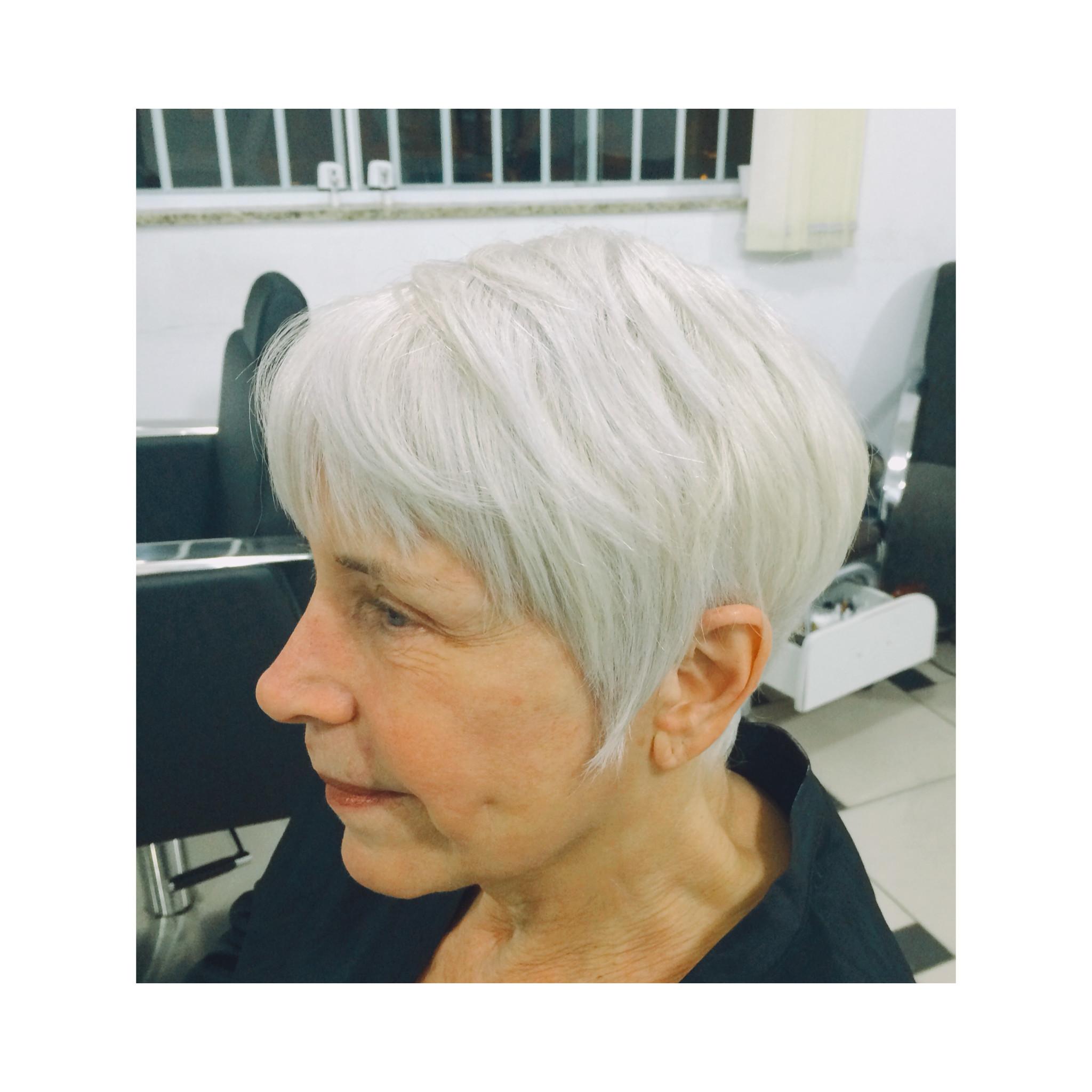 auxiliar cabeleireiro(a) cabeleireiro(a) escovista assistente maquiador(a) auxiliar cabeleireiro(a) cabeleireiro(a)