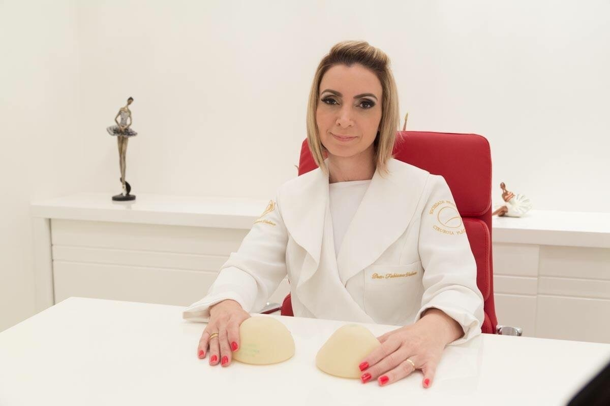 Dra. Fabiana Valera maquiador(a) stylist /visagista empresário(a) / dono de negócio coordenador(a)