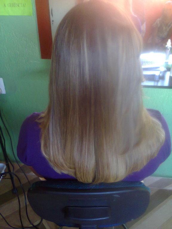 Depois da Escova Inteligente de Vinho. cabeleireiro(a) designer de sobrancelhas maquiador(a)
