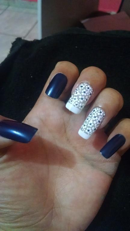 Cliente satisfeita manicure e pedicure