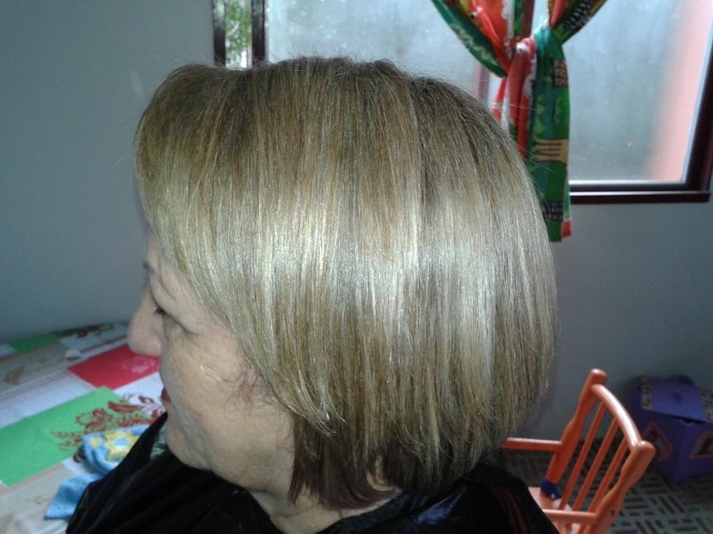 Tirando  o amarelado dos fios empresário(a) / dono de negócio cabeleireiro(a) manicure e pedicure massagista