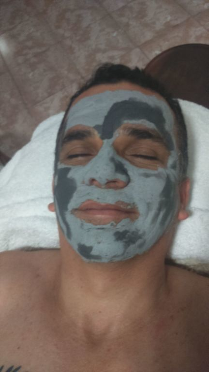 Hidratação com máscara de argila. estética esteticista