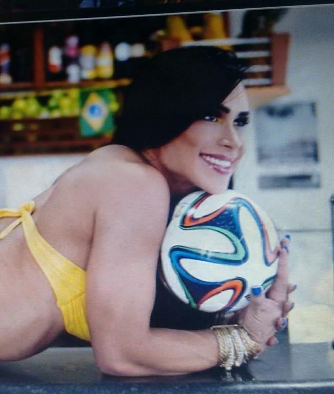 Sessão de fotos com a modelo e atriz Fabiana Frota (esposa do Alexandre Frota) Campanha Copa  do mundo 2014, para o portal IG. #make #primenegazzo #futebol #modelo #portalig  micropigmentador(a) escovista maquiador(a) designer de sobrancelhas