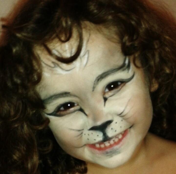 Make Infantil Gatinha #make #gatinha #infantil #aniversário #festinha #evento #primenegazzo micropigmentador(a) escovista maquiador(a) designer de sobrancelhas