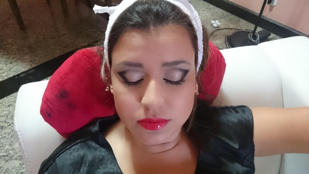 auxiliar administrativo designer de sobrancelhas maquiador(a)