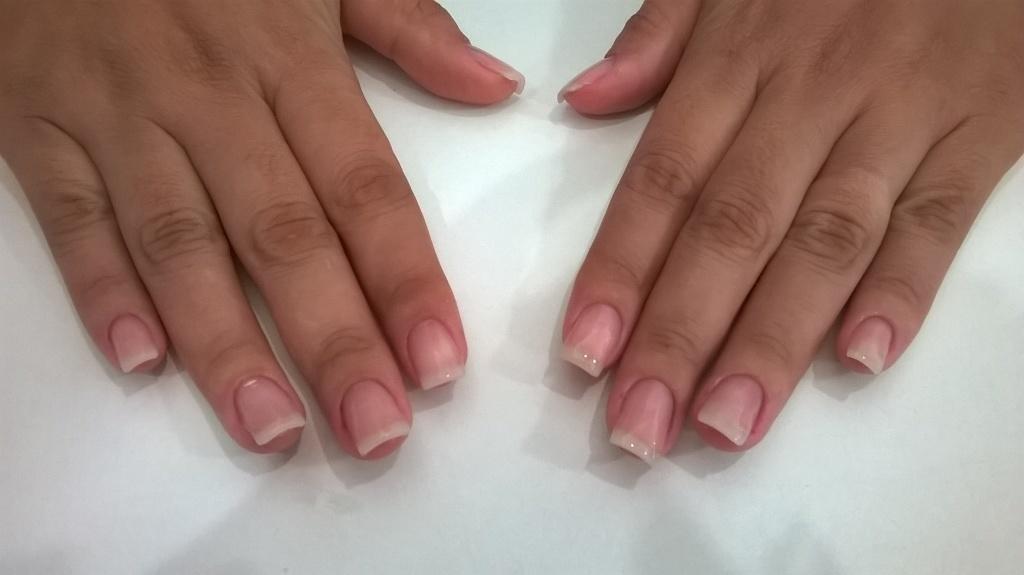 unhas de gel moldado manicure e pedicure