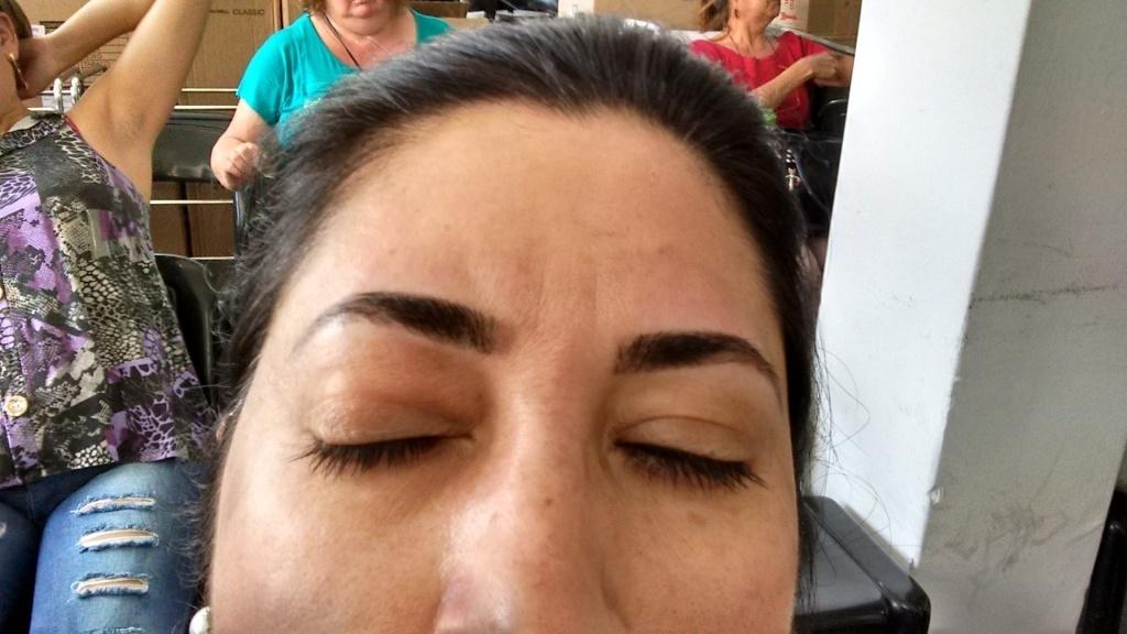 Design de Sobrancelhas com Aplicação de Henna estética cabeleireiro(a) designer de sobrancelhas depilador(a)