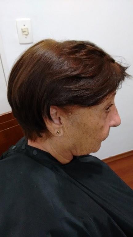 Corte com nuca batida cabeleireiro(a) designer de sobrancelhas depilador(a)