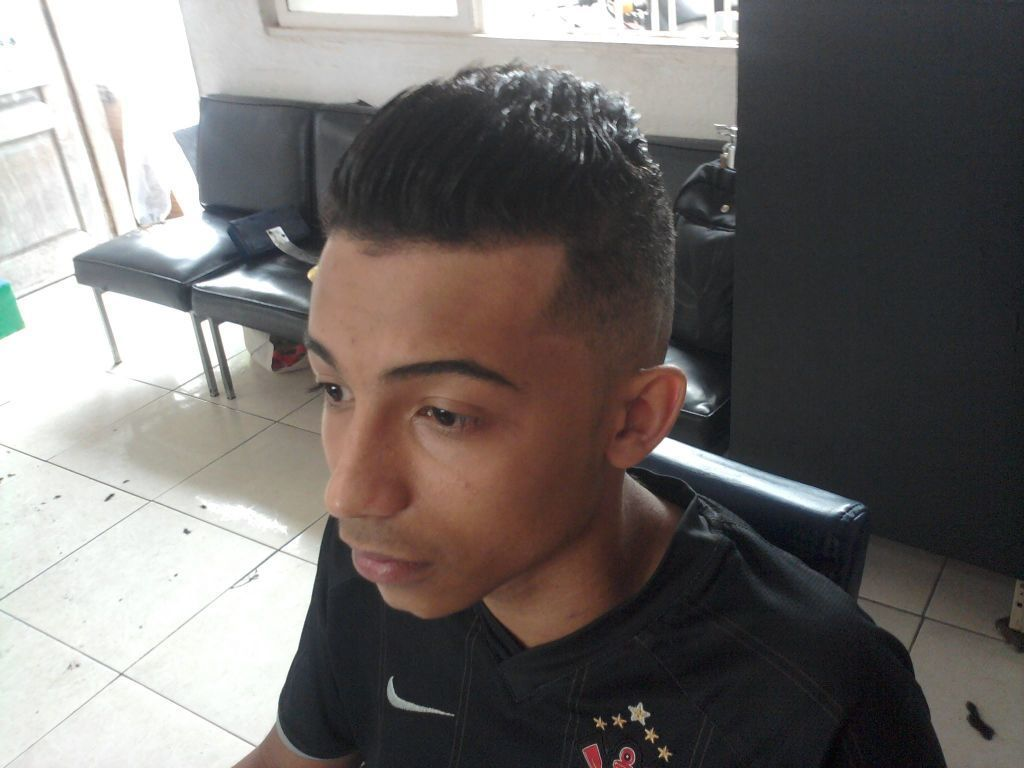 calopsita com costeleta cabeleireiro(a)