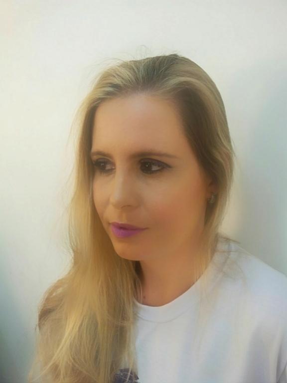 Auto maquiagem maquiador(a) assistente maquiador(a) gerente designer de sobrancelhas recepcionista outros