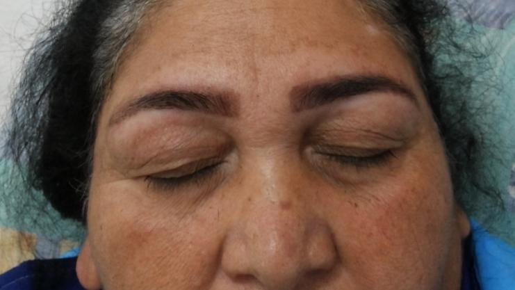 Pele clara, henna tom claro, deixando agir por 10 minutos. auxiliar administrativo designer de sobrancelhas recepcionista