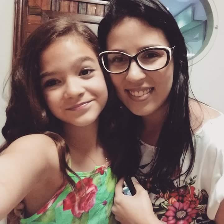 Produzindo a atriz mirim Mel Maia para o desfile da loja infantil Pindorama.  maquiador(a) designer de sobrancelhas