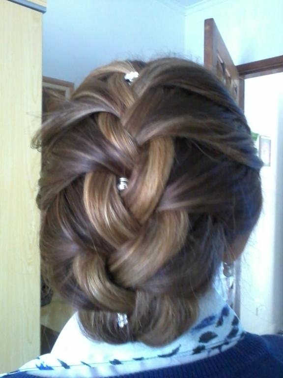 Trança em cabelo curto com mechas cabeleireiro(a)