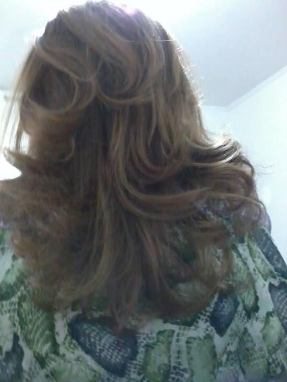 corte em camadas e mechas caramelo. cabeleireiro(a)