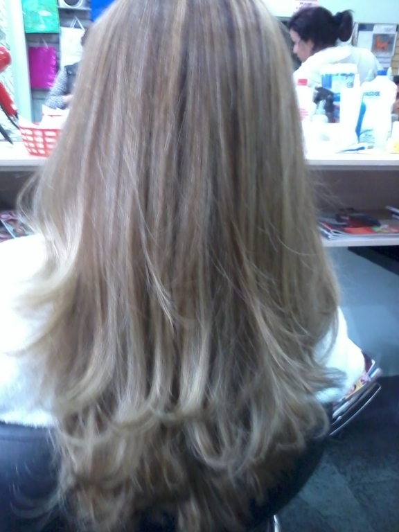 Luzes e Corte. cabeleireiro(a)