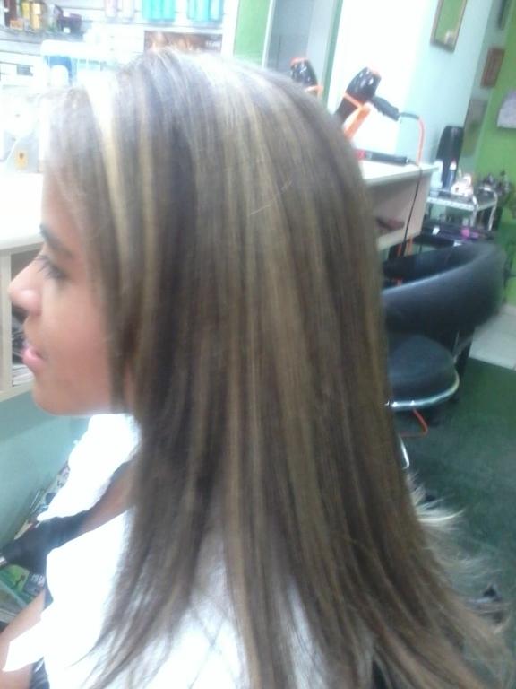 Mechas e corte. cabeleireiro(a)