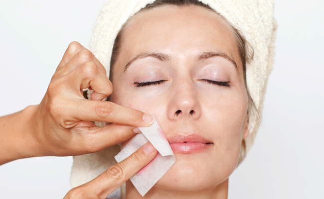 Depilação feminina de buço depilador(a)
