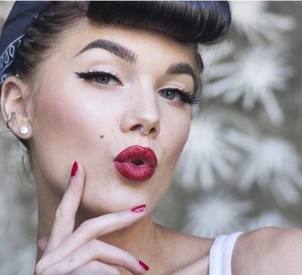 maquiagem artística, pin up, delineado, fantasia maquiagem  maquiador(a) recepcionista