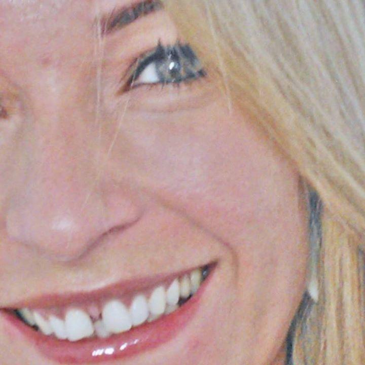 ADRIANA RAMOS DA SILVA esteticista micropigmentador(a) cabeleireiro(a) designer de sobrancelhas maquiador(a) depilador(a) cosmetólogo(a)