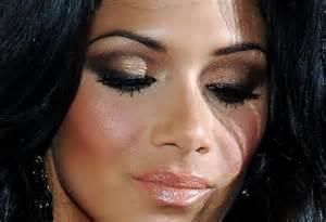 auxiliar cabeleireiro(a) designer de sobrancelhas maquiador(a)