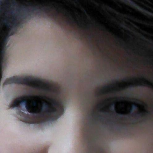 Design de sobrancelhas com pigmentação designer de sobrancelhas maquiador(a)