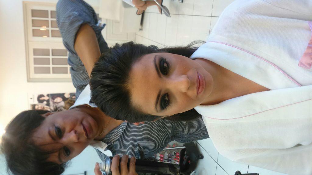 cabeleireiro(a) colorista especialista em loiros maquiador especializada em penteado e maquiagem para noivas madrinhas debutantes e ➕