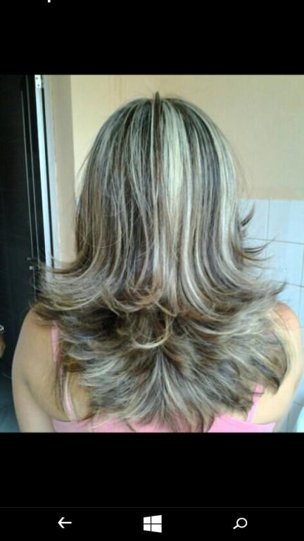 Mechas marcadas sem adição de pigmentos artificiais.maior brilho e durabilidade da cor. cabeleireiro(a)