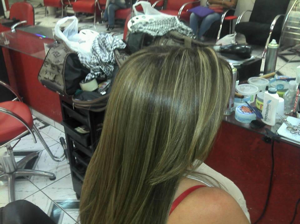 correção de cor com mechas cabeleireiro(a) maquiador(a)
